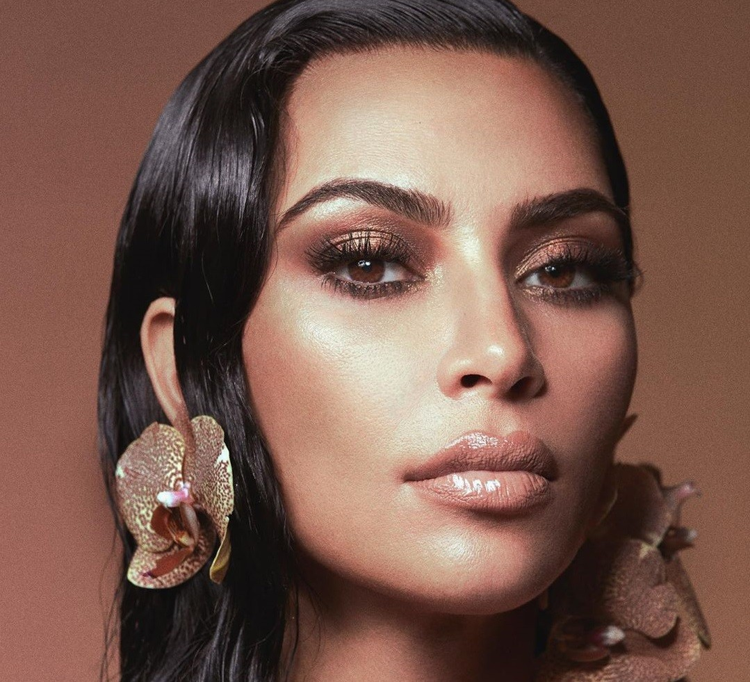 Αυτή (μάλλον) είναι η πιο φυσική, no makeup selfie της Kim ...